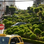 A rua mais sinuosa do mundo - Lombard Street.